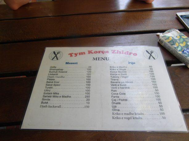 Ceny dań w restauracji w Tiranie