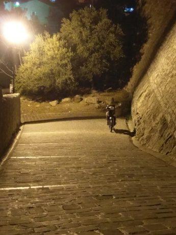 W Ulcinj stare miasto nocą jest piękne i klimatyczne