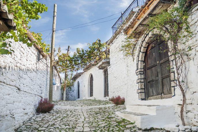 Brukowana ulica w Berat w Albanii